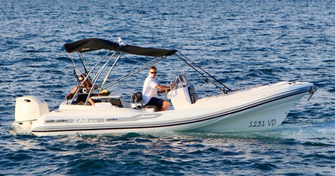 Boat rental Zar-Formenti-Srl ZAR 65 CL in  on Samboat