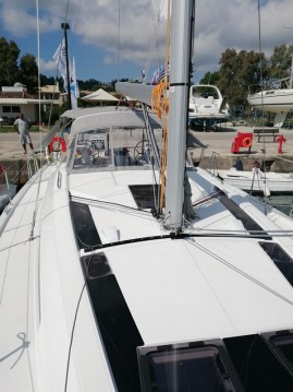Rental Sailboat in Gouvia - Bénéteau Oceanis 51.1