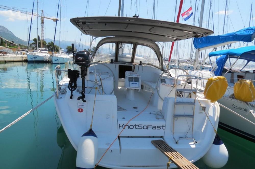 Boat rental Bénéteau Cyclades 434 in Croacia on Samboat