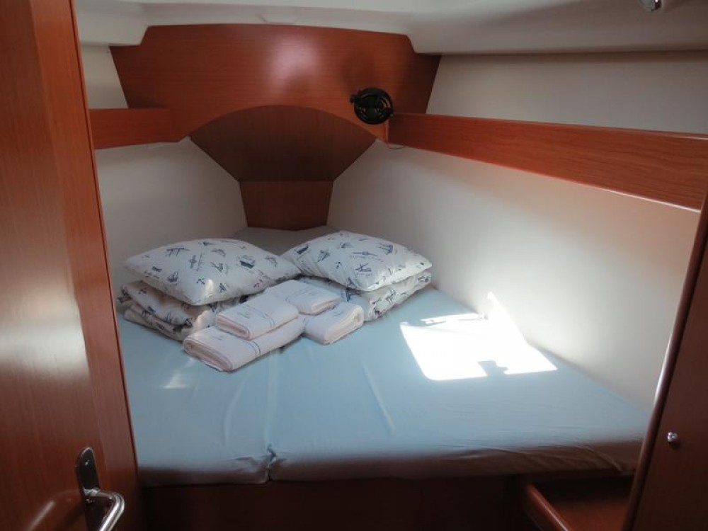 Rental Sailboat in Croacia - Bénéteau Cyclades 434