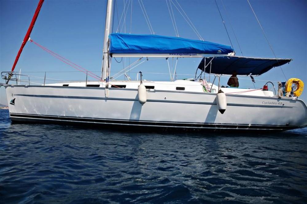 Boat rental Bénéteau Cyclades 43 in Gürece on Samboat