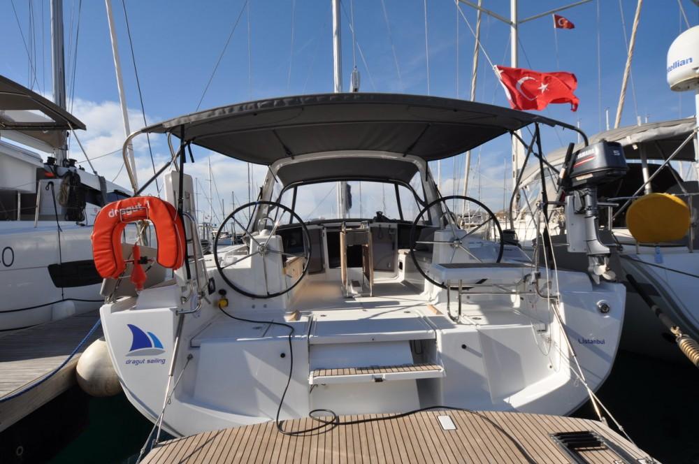 Rental Sailboat in Gürece - Bénéteau Oceanis 41.1