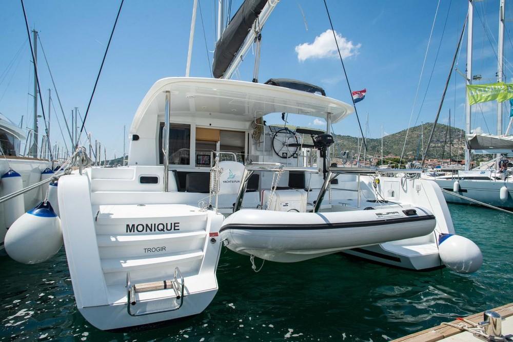 Rental Catamaran in Seget Donji - Lagoon Lagoon 39