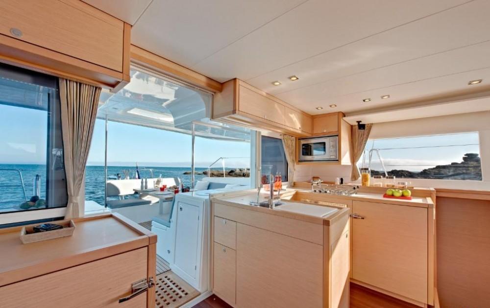 Boat rental  cheap Lagoon 450 - 4 + 1 cab.