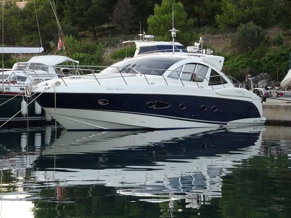 Boat rental Azimut-Benetti-Yachts Azimut Atlantis 50 in Podstrana on Samboat