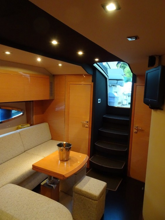 Motor boat for rent Podstrana at the best price