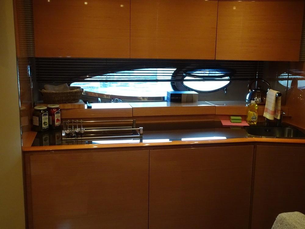 Rent a Azimut-Benetti-Yachts Azimut Atlantis 50 Podstrana