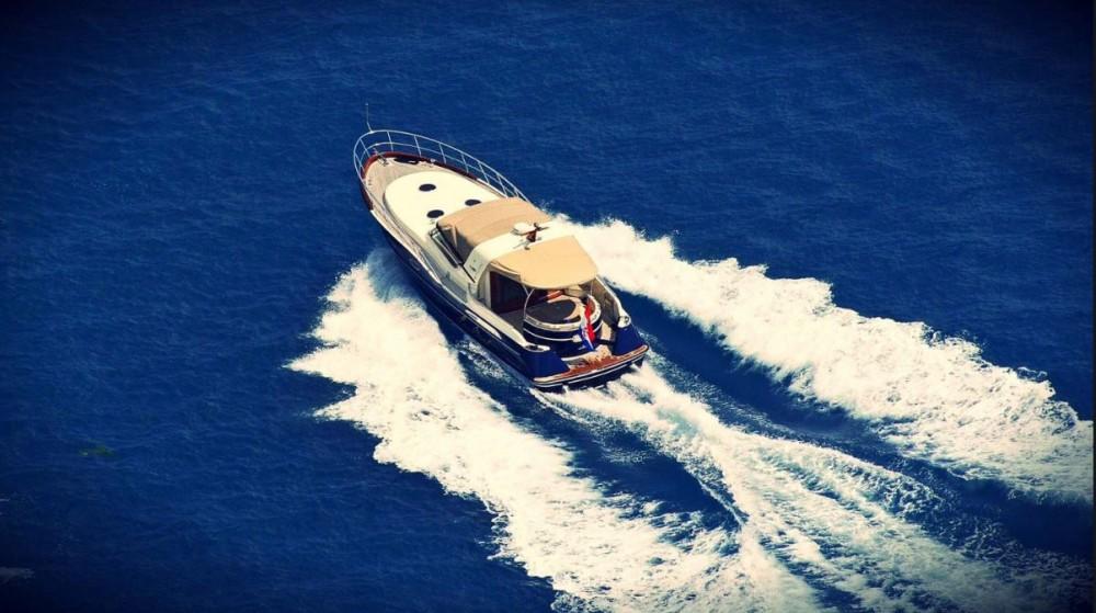 Rental Motor boat in Podstrana - Liskens Catcruiser 45