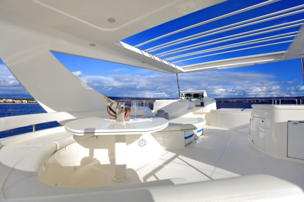 Boat rental Ferretti-Yachts-Group Ferretti 780 HT in Grad Zadar on Samboat