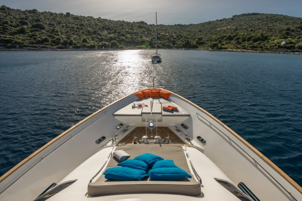Rental Yacht in Trogir - Ferretti-Yachts-Group Navetta 33