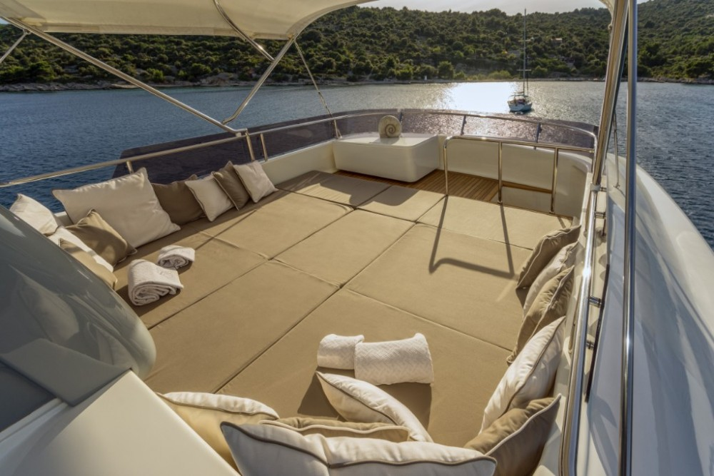 Rental yacht Trogir - Ferretti-Yachts-Group Navetta 33 on SamBoat