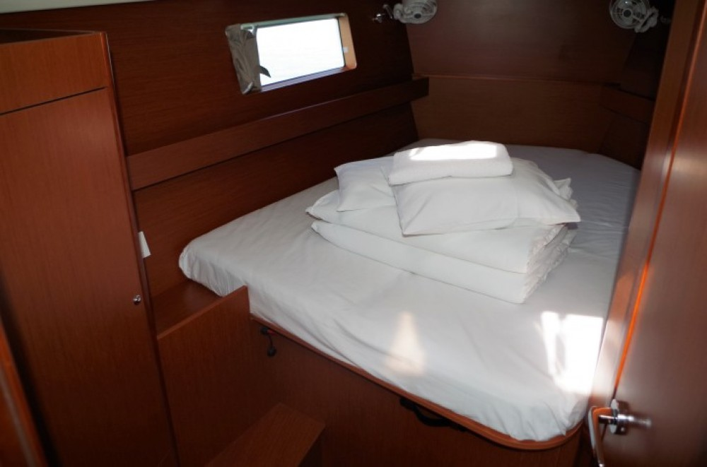 Boat rental Bénéteau Oceanis 41.1 in Općina Sukošan on Samboat