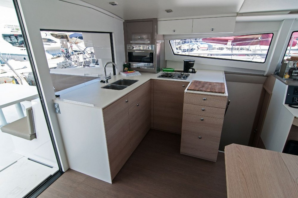 Rent a Catana Bali 4.5 - 4 + 2 cab. Split