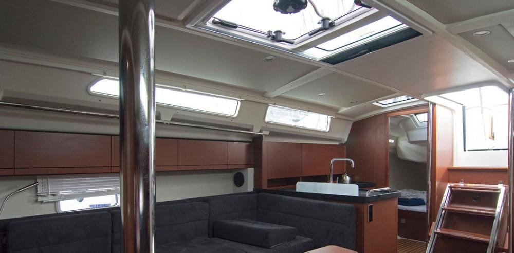 Boat rental Hanse Hanse 418 - 3 cab. in Split on Samboat