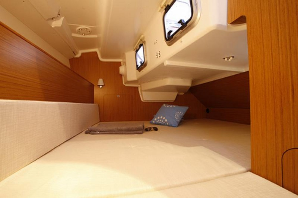Boat rental Jeanneau Sun Odyssey 33i in Sardinia on Samboat