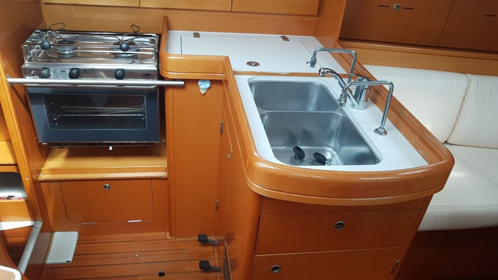 Sailboat for rent Caorle at the best price