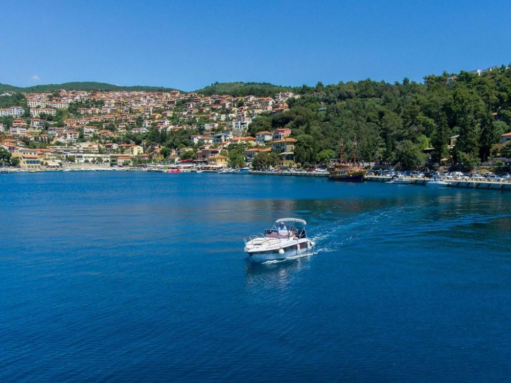 Boat rental Blumax (Bluline) Bluline 23 Sundeck in Grad Pula on Samboat