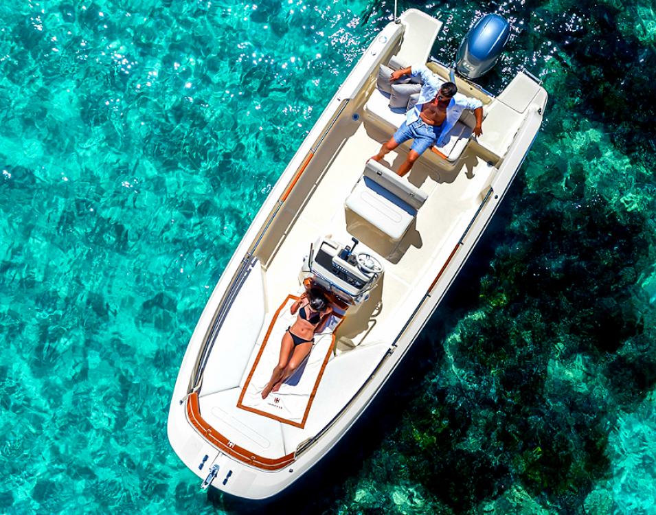 Hire Motor boat with or without skipper Invictus  Primorsko-Goranska Županija