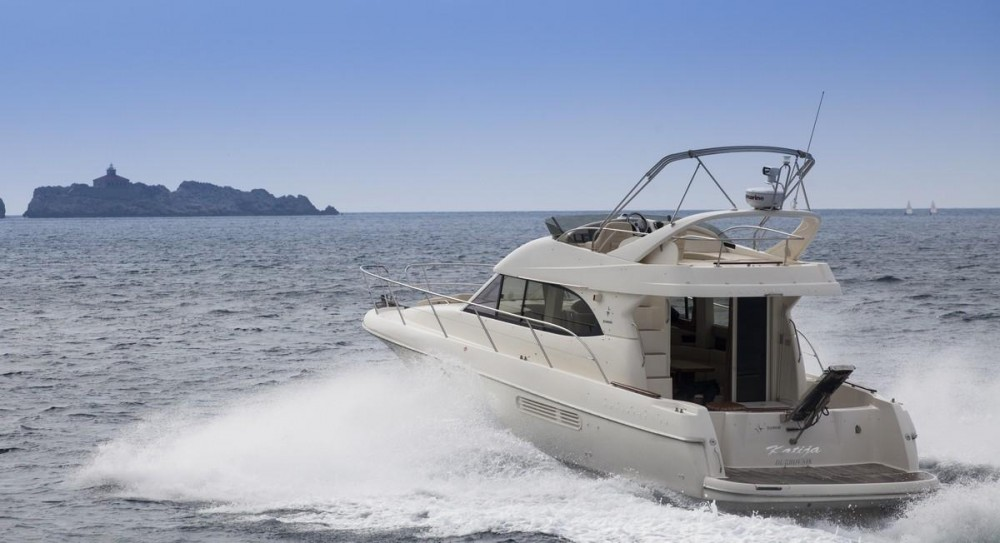 Jeanneau Prestige 36 Fly between personal and professional