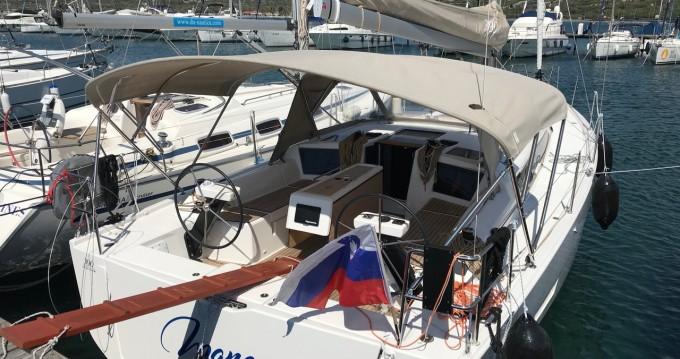 Boat rental Dufour Dufour 39 in Punat on Samboat