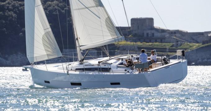 Rental Sailboat in Punat - Dufour Dufour 430 GL