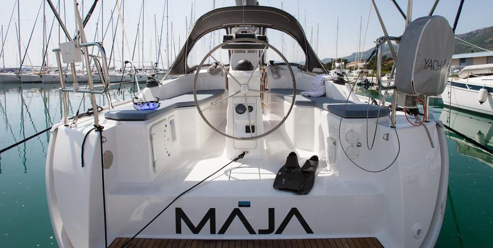 Boat rental Bavaria Easy 9.7 in Croatia on Samboat