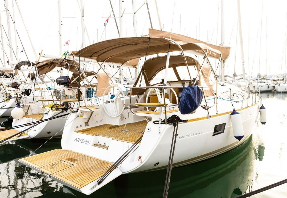 Hire Sailboat with or without skipper Elan Croatie