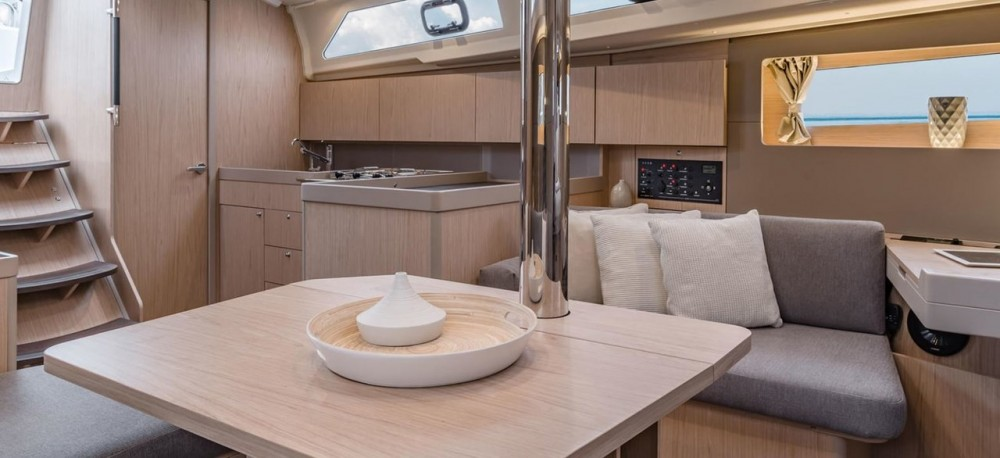 Rental yacht Croatia - Bénéteau Oceanis 411 on SamBoat