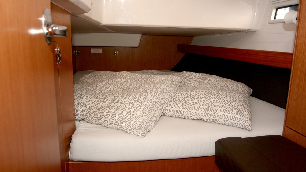 Rental yacht Grad Pula - Bavaria Cruiser 41 on SamBoat
