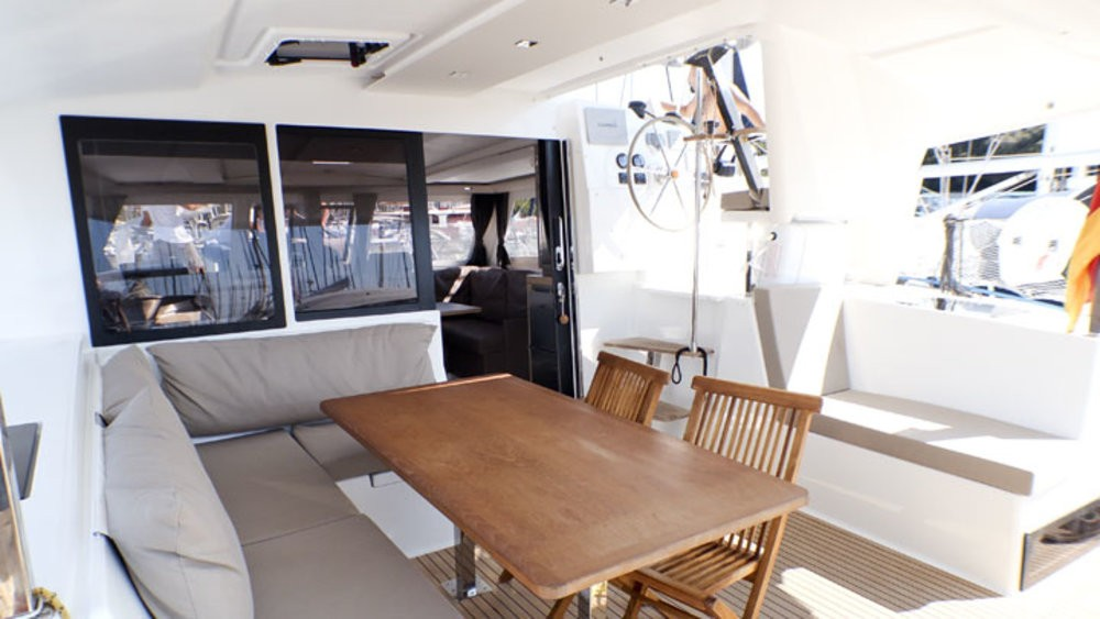Rental Catamaran in Grad Pula - Fountaine Pajot Lucia 40