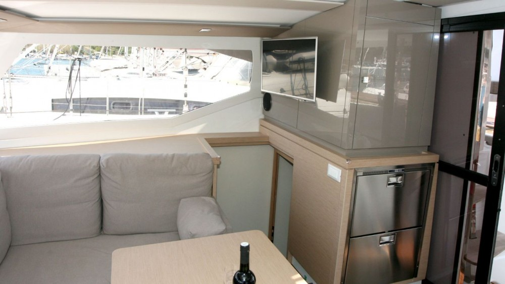 Rent a Fountaine Pajot Fountaine Pajot Lucia 40 Pula