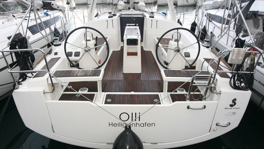 Boat rental Bénéteau Oceanis 38 in Grad Pula on Samboat