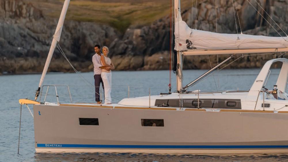 Boat rental Grad Pula cheap Oceanis 38