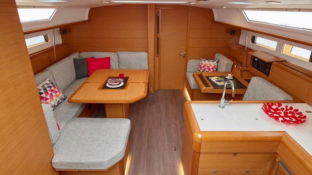 Sailboat for rent Rogosnizza at the best price