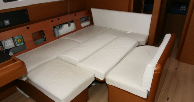 Hire Sailboat with or without skipper Jeanneau Pula