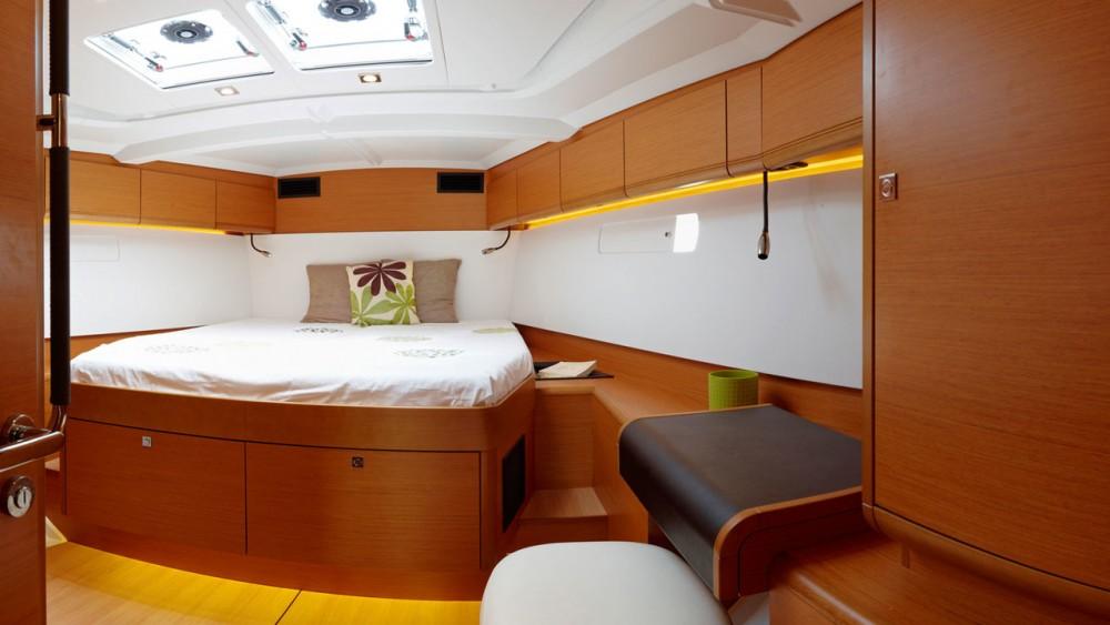 Rental Sailboat in Rogoznica - Jeanneau Sun Odyssey 519