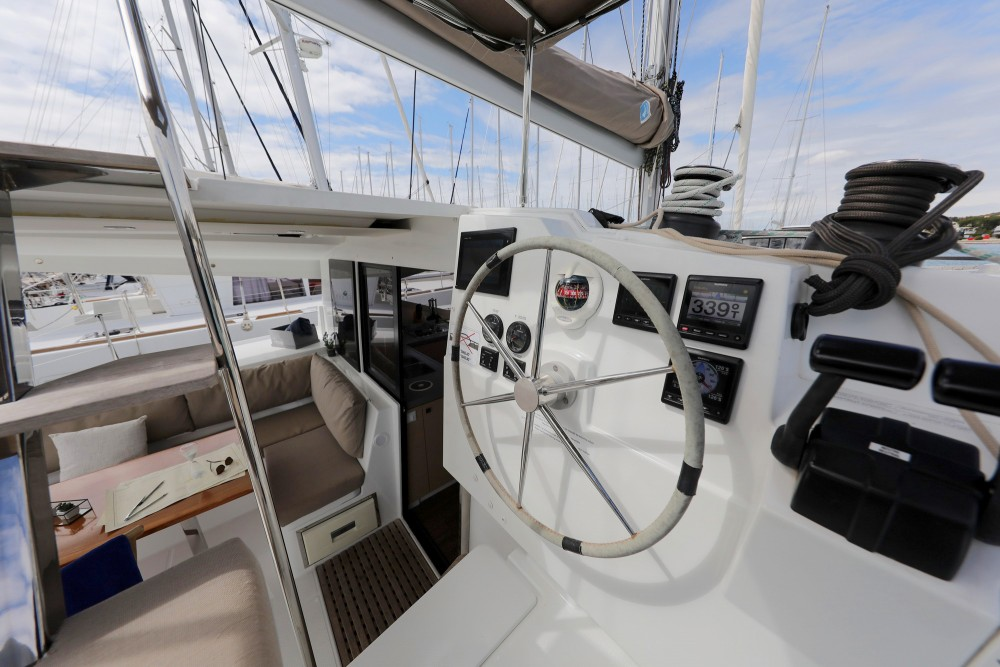Rental Catamaran in Općina Sukošan - Fountaine Pajot Lucia 40