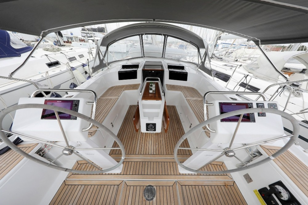 Boat rental Marina Šangulin cheap Hanse 455