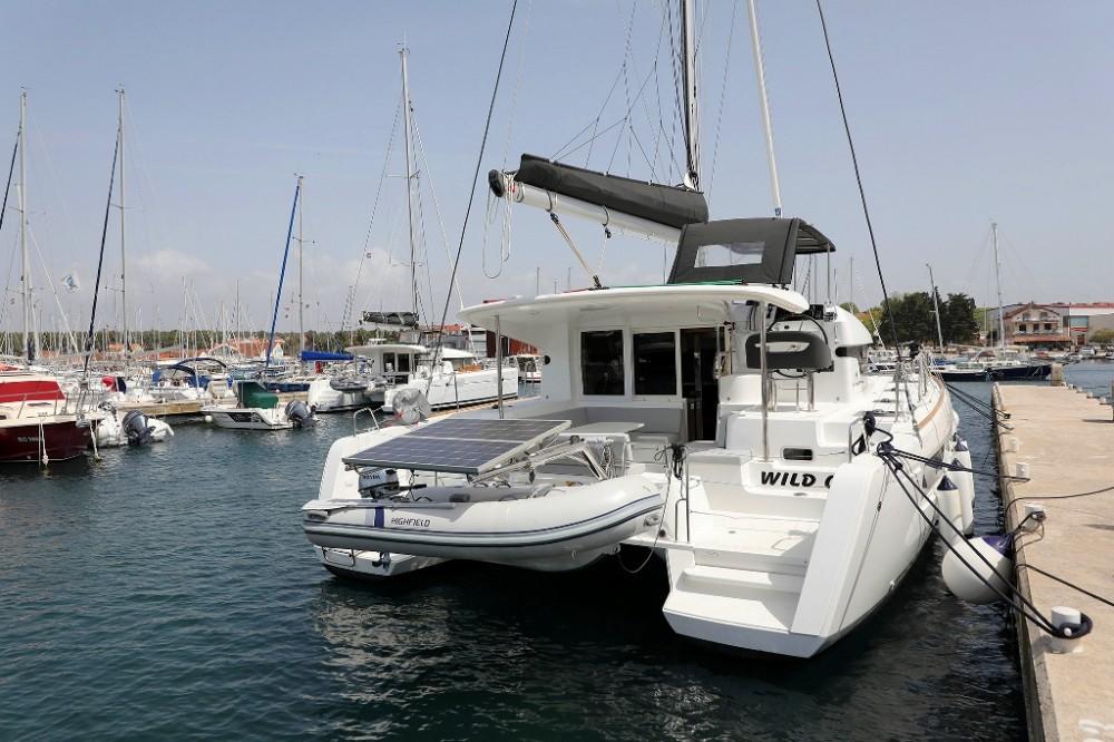Boat rental Lagoon Lagoon 40 - 4 + 2 cab  in Croatia on Samboat
