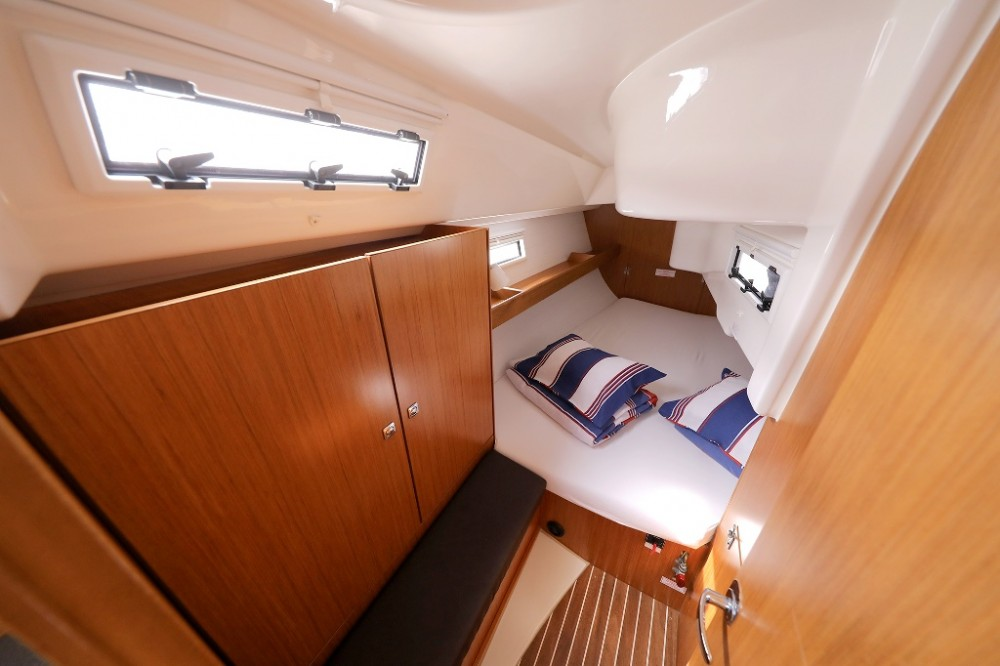 Rent a Bavaria Cruiser 33 Šibenik