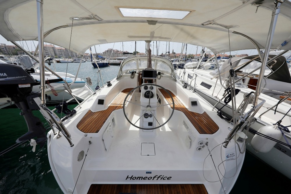 Rental Sailboat in Croatia - Bavaria Cruiser 33