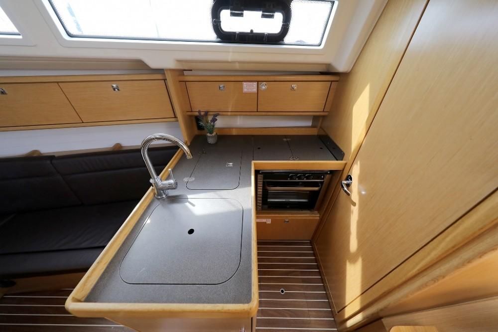 Rental Sailboat in Šibenik - Bavaria Cruiser 34