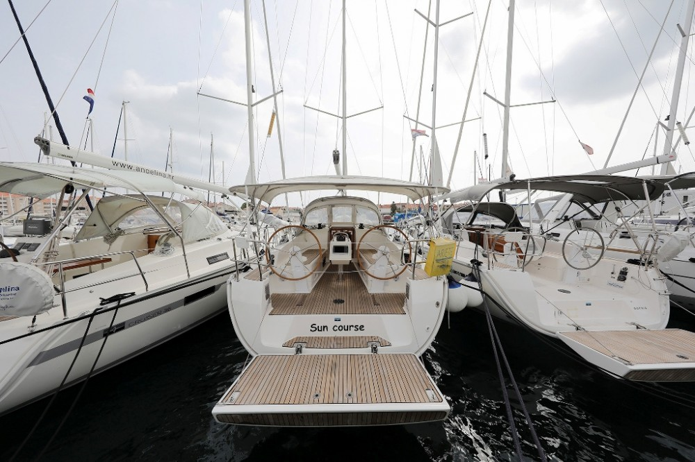 Rental yacht Croatia - Bavaria Cruiser 37 on SamBoat