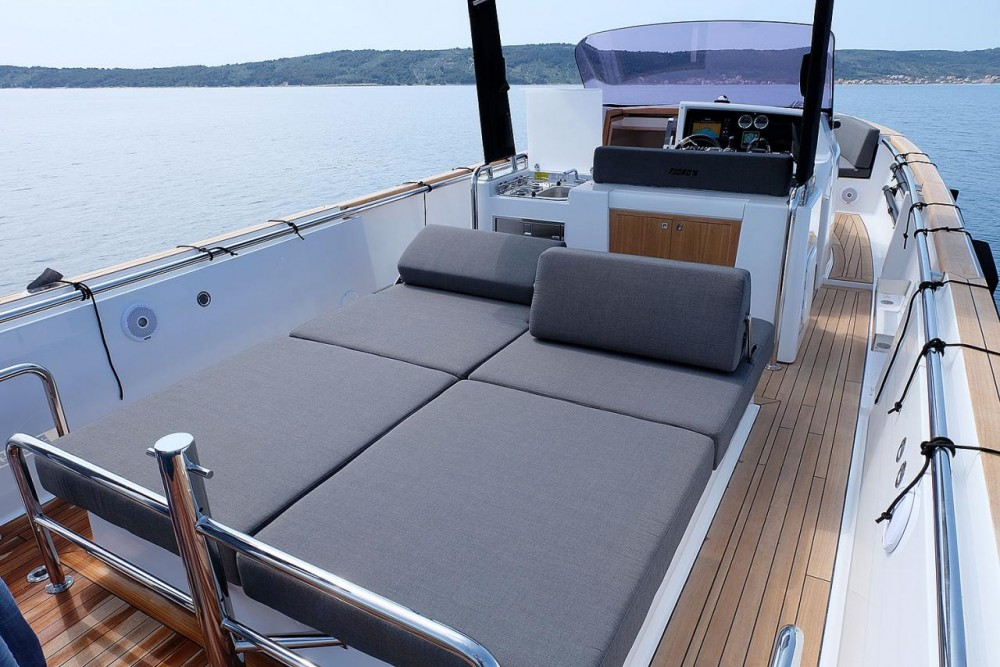 Motorboat for rent Croatie at the best price