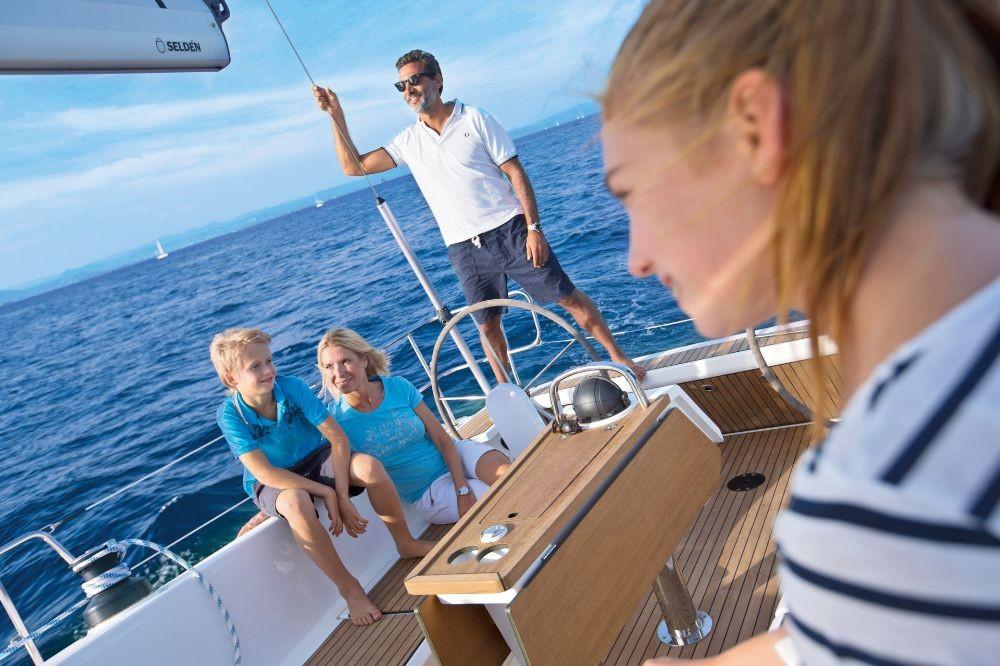Boat rental Bavaria Cruiser 41 in Trogir on Samboat