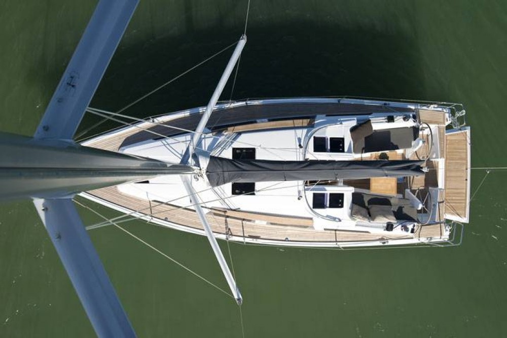 Boat rental Hanse Hanse 345 in Croatia on Samboat