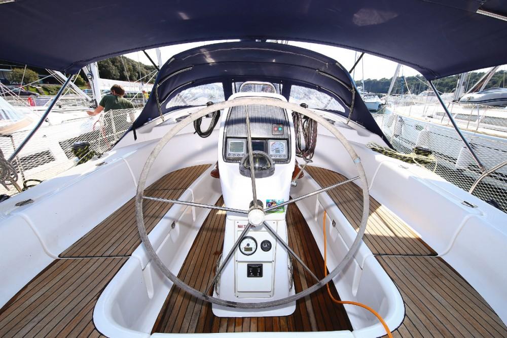 Rent a Bavaria Cruiser 39 Pula