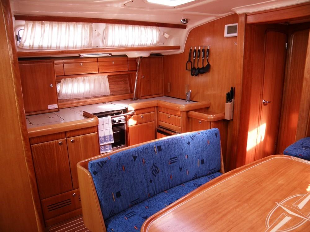 Boat rental Bavaria Bavaria 46 Cruiser in Croatia on Samboat