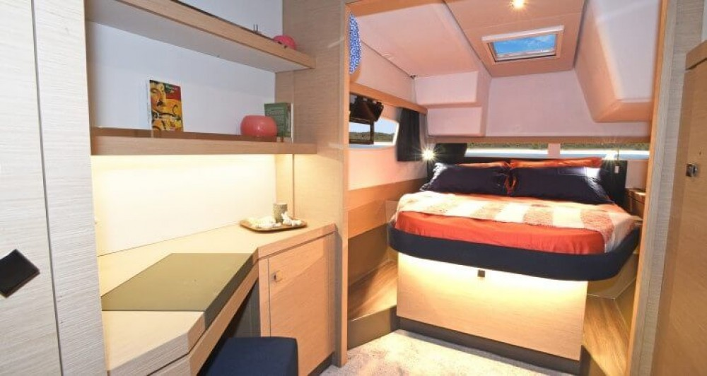 Boat rental Fountaine Pajot Fountaine Pajot Astrea 42 in New England on Samboat