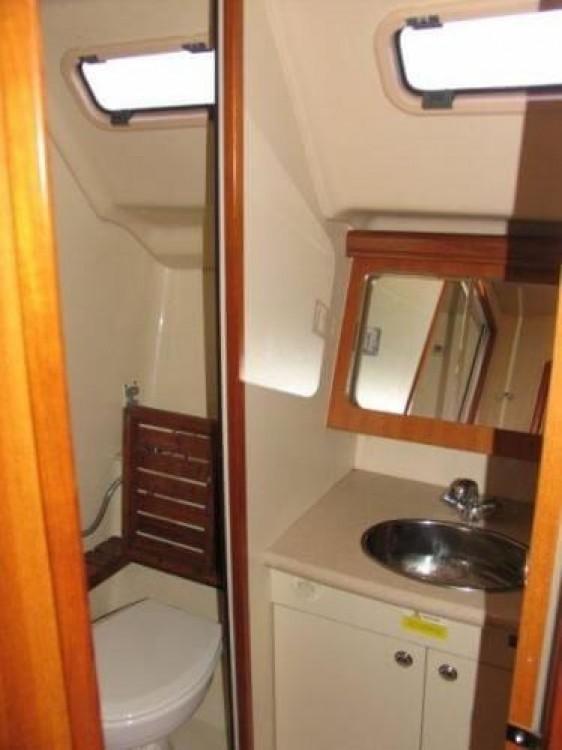 Rental Sailboat in New England - Hunter-Marine Hunter 38